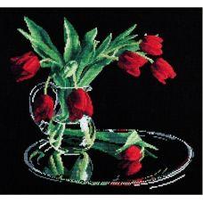 Набор для вышивания Тюльпаны на черном, 35x32, Овен