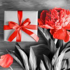 Мозаика стразами Подарок с пионом, 25x25, полная выкладка, Алмазная живопись